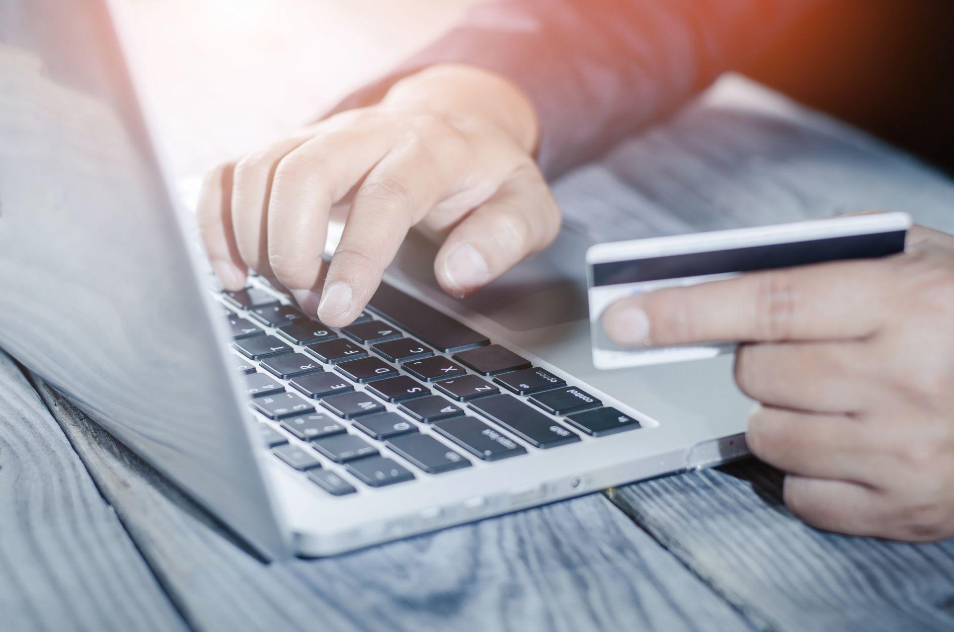 Czescy konsumenci wolą płacić gotówką przy odbiorze