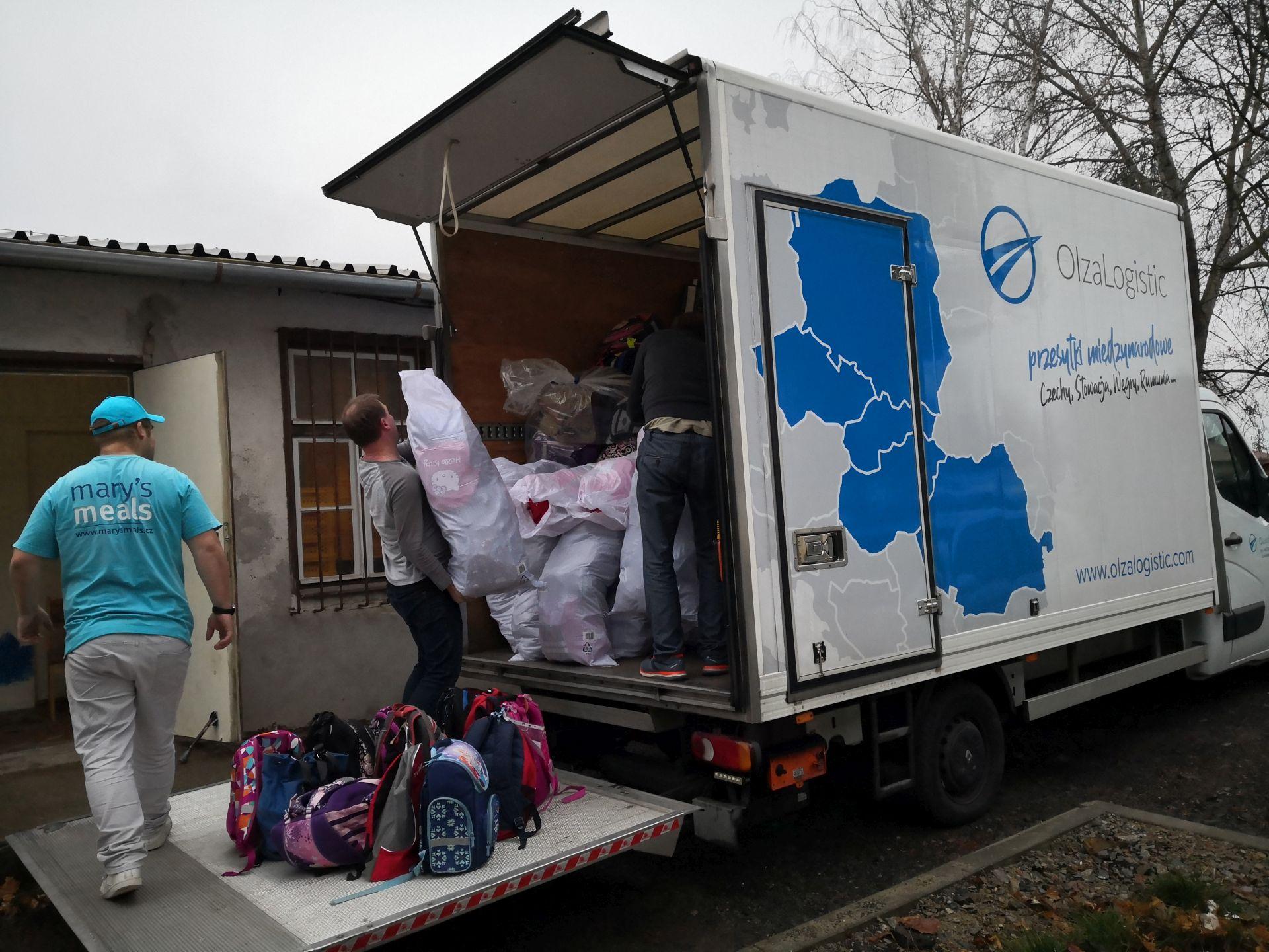 1000 plecaków dostarczonych - Olza wspiera Mary's Meals